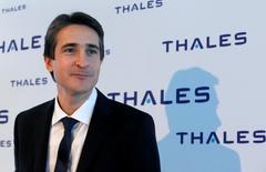 Le PDG de Thales Patrice Caine a déclaré à Reuters que l'équipementier avait de bonnes chances de décrocher un contrat de plus d'un milliard d'euros pour la fourniture des sonars et des équipements de communications des sous-marins que devrait fournir sa filiale DCNS à l'AustralieR /Photo prise le 23 février 2016/REUTERS/Jacky Naegelen