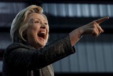 Hillary Clinton sorri em evento de campanha em Hammond. 26/4/2016. REUTERS/Jim Young