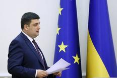 El Gobierno ucraniano unificó el miércoles las tarifas de gas en un intento de satisfacer las demandas del Fondo Monetario Internacional (FMI) para asegurar la ayuda financiera. En la imagen, el presidente ucraniano Volodymyr Groysman antes de una rueda de prensa en Kiev, el 20 de abril de 2016.    REUTERS/Valentyn Ogirenko