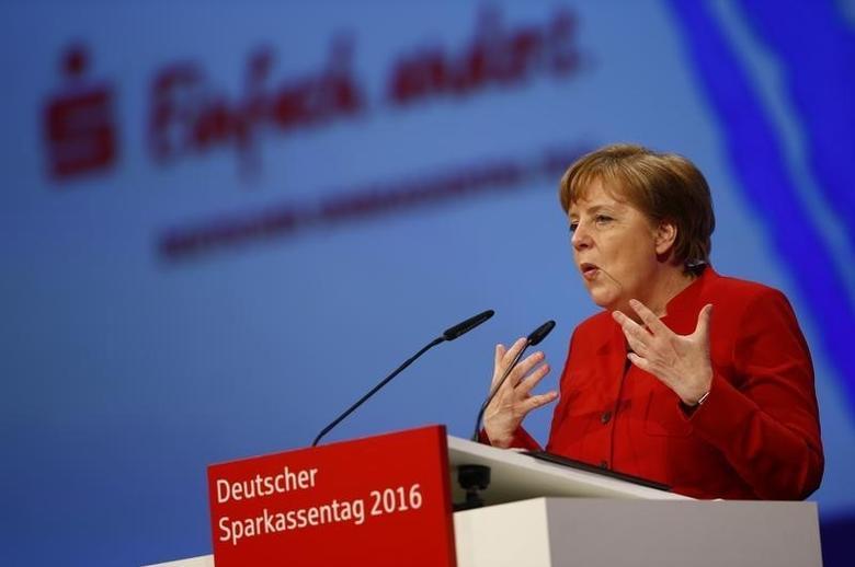 German Chancellor Angela Merkel speaks at the annual meeting of the German Sparkasse savings banks in Duesseldorf, Germany, April 27,  2016.     REUTERS/Wolfgang Rattay