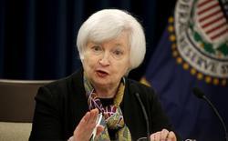 La présidente de la Réserve fédérale américaine, Janet Yellen. Comme attendu, la Fed a laissé sa politique monétaire inchangée mercredi, mais s'est dite confiante dans l'évolution des perspectives économiques aux Etats-Unis, laissant la porte ouverte à une hausse de taux en juin. /Photo prise le 16 mars 2016/REUTERS/Kevin Lamarque