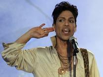 Prince faz show no Hop Farm Festival no sul da Inglaterra.  3/7/2011.  REUTERS/Olivia Harris
