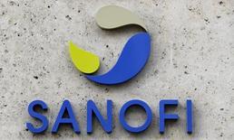 El logo de la farmacéutica francesa Sanofi, visto en su sede en París, Francia. 8 de marzo de 2016. El grupo farmacéutico francés Sanofi dijo el jueves que hizo una oferta en efectivo para comprar a la firma estadounidense de biotecnología Medivation en un acuerdo por un valor de alrededor de 9.300 millones de dólares. REUTERS/Philippe Wojazer