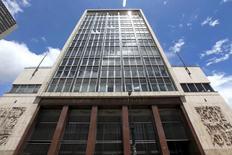 El edificio del Banco Central de Colombia en Bogotá, abr 7, 2015. El directorio del Banco Central de Colombia inició el viernes su reunión de política monetaria, en la que subiría la tasa de interés por octavo mes consecutivo para combatir las expectativas inflacionarias, un ciclo de alzas que estaría acercándose a su fin.  REUTERS/Jose Miguel Gomez