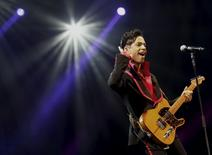 U.S. musician Prince performs on stage at Yas Arena in Yas Island, Abu Dhabi, United Arab Emirates November 14, 2010.  REUTERS/Jumana El-Heloueh/File Photo -