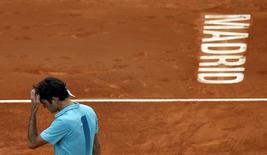 Roger Federer of Switzerland reacts during his match against Nick Kyrgios of Australia at the Madrid Open tennis tournament in Madrid, Spain, May 6, 2015. REUTERS/Susana Vera      TPX IMAGES OF THE DAY      - RTX1BUVM