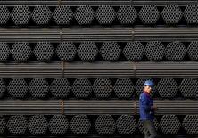 L'activité manufacturière s'est contractée en Chine pour le quatorzième mois de suite en avril dans un contexte de stagnation de la demande qui a notamment conduit les entreprises à accélérer les licenciements, selon l'indice Caixin-Markit. Il s'est établi à 49,4 contre 49,7 en mars et un niveau de 49,9 attendu par les économistes. /Photo d'archives/REUTERS/Kim Kyung-Hoon