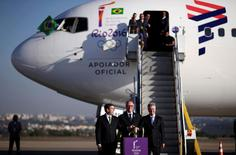 Carlos Nuzman (C), president of the Rio 2016 Organizing Committee, Brazil's Sports Minister Ricardo Leyser (L) and Brasilia's Governor Rodrigo Rollemberg pose with the Olympic flame during its arrival in Brasilia, Brazil, May 3, 2016.   REUTERS/Ueslei Marcelino
