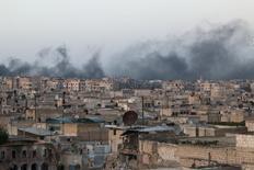 El vecindario de al-Sakhour, tras los ataques aéreos en Alepo, Siria. 29 de abril de 2016. Cohetes disparados por insurgentes impactaron en un hospital en un área de la ciudad de Alepo bajo control del Gobierno de Siria y causaron la muerte de decenas de personas, dijo el martes el Observatorio Sirio de los Derechos Humanos. REUTERS/Abdalrhman Ismail