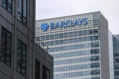 La banque britannique Barclays annonce la mise en vente d'actions représentant 12% du capital de sa filiale en Afrique, Barclays Africa Group (BAG), et que le fonds de pension gérant les retraites des fonctionnaires sud-africains sera un investisseur de référence dans cette opération. /Photo d'archives/REUTERS/Suzanne Plunkett