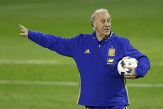 Football - Spain Training - Jose Rico Perez Stadium, Alicante, Spain - 12/11/15 Spain coach Vicente del Bosque during training Action Images via Reuters / Carl Recine Livepic