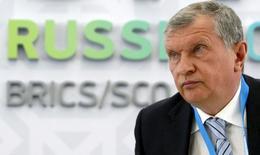 El CEO de la estatal rusa Rosneft, Igor Sechin, durante una reunión en Ufa, Rusia. 8 de julio de 2015. Las diferencias internas están matando a la OPEP y su capacidad de influir en los mercados casi se ha evaporado, dijo a Reuters el máximo ejecutivo petrolero de Rusia, Igor Sechin, en las declaraciones más duras que ha emitido contra el cartel. REUTERS/Sergei Karpukhin