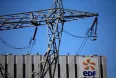 EDF a publié mardi un chiffre d'affaires en repli de 6,7% au titre du premier trimestre 2016, pénalisé notamment par des prix de marché de l'électricité à des niveaux historiquement bas, notamment en France. /Photo d'archives/REUTERS/Pascal Rossignol
