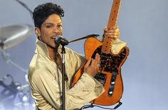 U.S. musician Prince performs for the first time in Britain since 2007 at the Hop Farm Festival near Paddock Wood, southern England July 3, 2011.  REUTERS/Olivia Harris/File Photo