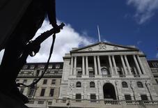 El Banco de Inglaterra en Londres, mar 29, 2016. El Banco de Inglaterra extremó sus advertencias sobre los riesgos económicos que enfrenta Gran Bretaña si decide abandonar la Unión Europea y dijo el jueves que la libra esterlina podría sufrir una fuerte depreciación, mientras que el desempleo probablemente aumentará.   REUTERS/Toby Melville