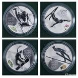 Памятные монеты, посвященные Олимпиаде в Сочи, на презентации в Санкт-Петербурге 21 февраля 2012 года. Десятки участвовавших в зимней Олимпиаде российских спортсменов, включая 15 золотых медалистов, участвовали в государственной допинговой программе, сообщила газета New York Times в четверг. REUTERS/Alexander Demianchuk