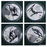 Памятные монеты, посвященные Олимпиаде в Сочи, на презентации в Санкт-Петербурге 21 февраля 2012 года. Десятки участвовавших в зимней Олимпиаде в Сочи российских спортсменов, включая 15 золотых медалистов, были частью государственной допинговой программы, сообщила газета New York Times в четверг. REUTERS/Alexander Demianchuk