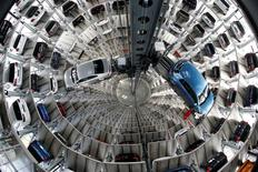 Volkswagen cars are loaded in a delivery tower at the plant of German carmaker in Wolfsburg, Germany, April 28, 2016.    REUTERS/Fabrizio Bensch