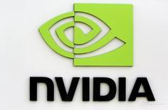 Логотип Nvidia в штаб-квартире компании в Калифорнии 11 февраля 2015 года. Разработчик графических ускорителей и процессоров Nvidia Corp прогнозирует лучшую, чем ожидалось, выручку по итогам текущего квартала благодаря сильному спросу на чипы, предназначенные для обработки сложной компьютерной графики. REUTERS/Robert Galbraith