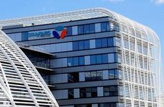 Bouygues s'est déclaré vendredi confiant pour la croissance de sa filiale de télécommunications cette année malgré l'environnement très concurrentiel d'un marché français à quatre opérateurs. /Photo prise le 18 avril 2016/REUTERS/Jacky Naegelen