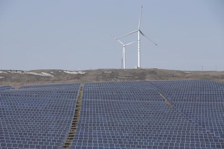 Wind turbines and solar panels are seen at a wind and solar energy storage and transmission power station from State Grid Corporation of China, in Zhangjiakou of Hebei province, China, in this March 18, 2016 file picture. REUTERS/Jason Lee/Files