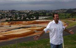 Eduardo Paes visita construção do complexo de Deodoro para Jogos do Rio. 2/4/2015.  REUTERS/Ricardo Moraes