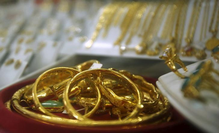 Gold products are displayed for sale at a shop in Hanoi December 3, 2015. REUTERS/Kham/Files