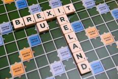 """Доска для скраббла со словом """"Brexit"""". Дублин, Ирландия, 4 мая 2016 года. Британцев, голосующих за вариант """"остаться"""" в составе ЕС на 8 процентов больше, чем выбирающих пункт """"выйти"""", показал свежий телефонный опрос, проведенный ICM для газеты Guardian и опубликованный в понедельник. REUTERS/Clodagh Kilcoyne"""