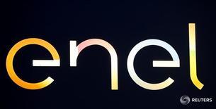 Логотип Enel в Милане 17 апреля 2016 года. Российский энергохолдинг ИнтерРАО подтверждает интерес к покупке угольной Рефтинской ГРЭС у подконтрольной итальянскому концерну Enel Enel Russia, ожидая, что продавец определит покупателя путем закрытого отбора не раньше, чем через несколько месяцев, сказал журналистам член правления ИнтерРАО Ильнар Мирсияпов. REUTERS/Stefano Rellandini
