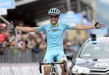 Astana rider Mikel Landa Meana of Spain celebrates as he crosses the finish line in the 174 km (108 miles) 16th stage of the 98th Giro d'Italia (Tour of Italy) cycling race from Pinzolo to Aprica, Italy, May 26, 2015. REUTERS/LaPresse/Fabio Ferrari