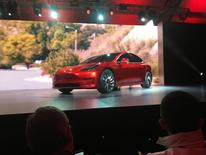 Tesla Motors va proposer à la vente pour deux milliards de dollars d'actions afin de contribuer au financement du lancement accéléré de sa nouvelle berline électrique, la Model 3./Photo prise le 31 mars 2016/REUTERS/Joe White