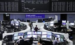 Биржа Франкфурта-на-Майне. Европейские фондовые рынки выросли в пятницу благодаря акциям финансовых и горнорудных компаний, подорожавшим на фоне восстановления цен на металлы.   REUTERS/Staff/Remote