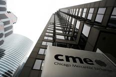 El sede de CME fotografiada en Chicago, Estados Unidos. 17 de marzo de 2008. El operador de mercados CME Group está en conversaciones con varias compañías de almacenaje para expandir su red de depósitos de metales a nivel global, dijeron a Reuters tres fuentes de la industria, una medida que podría desafiar la posición dominante de la Bolsa de Metales de Londres (LME).   REUTERS/John Gress