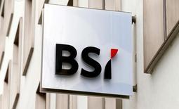La Oficina del Procurador General (OAG, por su sigla en inglés) de Suiza abrió un proceso penal contra el banco suizo BSI en relación con el asediado fondo estatal 1Malaysia Development Berhad (1MDB), informó el martes. En la imagen, el logotipo del banco privado suizo BSI en una de sus oficinas en Zúrich, el 31 de marzo de 2015.    REUTERS/Arnd Wiegmann/File Photo