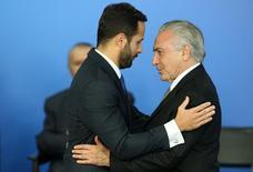 Temer cumprimenta novo ministro da Cultura, Marcelo Calero  24/5/2016 REUTERS/Adriano Machado