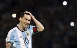 Football Soccer - Argentina v Bolivia - World Cup 2018 Qualifier - Mario Alberto Kempes Stadium, Cordoba, Argentina - 29/03/16. Argentina's Lionel Messi gestures. REUTERS/Enrique Marcarian