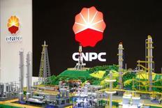 Логотип CNPC Всемирной газовой конференции в Париже. 2 июня 2015 года. Китайская государственная нефтегазовая компания CNPC рассматривает возможность увеличения своей доли в Роснефти, сказал глава CNPC Ван Илинь в интервью телеканалу Россия-24. REUTERS/Benoit Tessier/File Photo