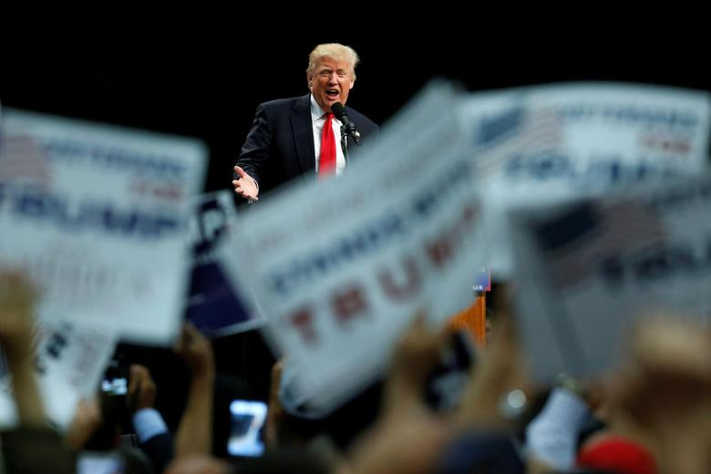 Republican U.S. presidential candidate Donald Trump holds a rally with supporters in San Diego, California, U.S. May 27, 2016. REUTERS/Jonathan Ernst