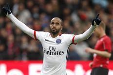Lucas, do Paris St. Germain, durante partida contra o En Avant Guingamp, pelo Campeonato Francês. 09/04/2016 REUTERS/Stephane Mahe
