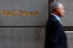 La Bourse de New York a terminé dans le désordre mardi mais ses trois grands indices affichent des gains sur le mois de mai, alors que les investisseurs continuent à s'interroger sur le calendrier de la prochaine hausse des taux américains. /Photo d'archives/REUTERS/Eric Thayer