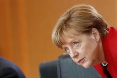 Канцлер Германии Ангела Меркель на заседании кабинета министров в Берлине. 18 мая 2016 года. Канцлер Германии Ангела Меркель не видит никаких оснований для снятия европейских санкций, введённых против России в связи с конфликтом на Украине, заявила в среду официальный представитель немецкого правительства. REUTERS/Fabrizio Bensch