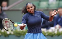 Williams returns the ball.  Tennis - French Open - Roland Garros - Serena Williams of the U.S. v Elina Svitolina of Ukraine - Paris, France - 1/06/16.    REUTERS/Gonzalo Fuentes