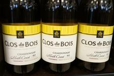 Bottles of the wine Clos du Bois, a brand of Constellation Brands Inc., sit on a supermarket shelf in Los Angeles, California April 1, 2015.  REUTERS/Lucy Nicholson