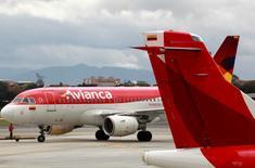 Aviões da Avianca no aeroporto Puente Aereo em Bogotá. 03/06/2016. REUTERS/John Vizcaino