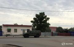 Вид на базу Нацгвардии Казахстана в Актобе 7 июня 2016 года. Полиция Казахстана сообщила во вторник о том, что в результате воскресного нападения боевиков неизвестного происхождения на военную часть и оружейные магазины в городе Актобе (Актюбинске) погибли 19 человек, семь подозреваемых остаются на свободе. REUTERS/Olzhas Auyezov