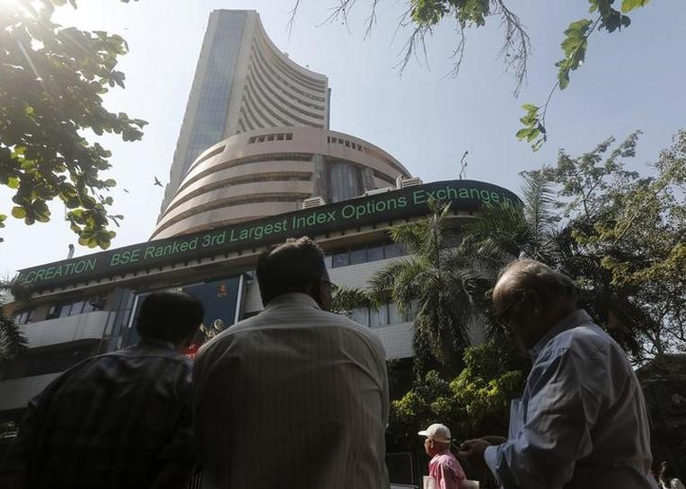 Sensex ends higher as RBI leaves rates unchanged | Reuters
