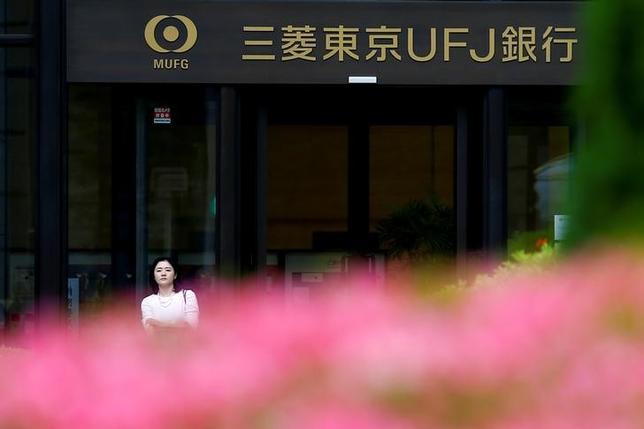 6月8日、三菱東京UFJ銀行が国債市場特別参加者(プライマリー・ディーラー)の資格を国に返上する方向で検討していることが分かった。都内で5月撮影(2016年 ロイター/THOMAS PETER)