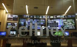 """El Comité Asesor Técnico del Ibex-35 acordó el jueves dar entrada a Cellnex y Viscofan en sustitución de OHL y Sacyr en la composición del índice selectivo español, informó Sociedad de Bolsas. En la imagen de archivo, el logo de Cellnex a la entrada de """"Torrespaña"""", la principal torre de telecomunicaciones de Madrid, conocida popularmente como el """"Pirulí"""", el 10 de marzo de 2016. REUTERS/Sergio Pérez"""