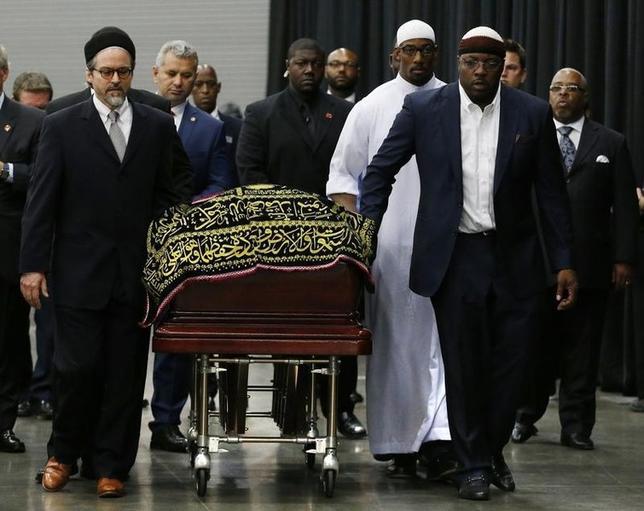 6月9日、ボクシングの元ヘビー級王者、モハメド・アリ氏の葬儀が米ケンタッキー州ルイビルで行われ、約1万4000人が参列した(2016年 ロイター/Lucas Jackson)