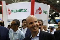 La mexicana Pemex propondrá el viernes al consejo de administración su primera asociación con otras empresas petroleras para desarrollar el campo Trión en aguas profundas del Golfo de México, dijeron tres fuentes con conocimiento del tema. En la imagen, el consejero delegado de Pemex, José Antonio González, en Monterrey,  México, el 9 de junio de 2016. REUTERS/Daniel Becerril